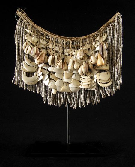 Oceanic Art - Shell cache-sex, West Sepik, Papua New Guinea